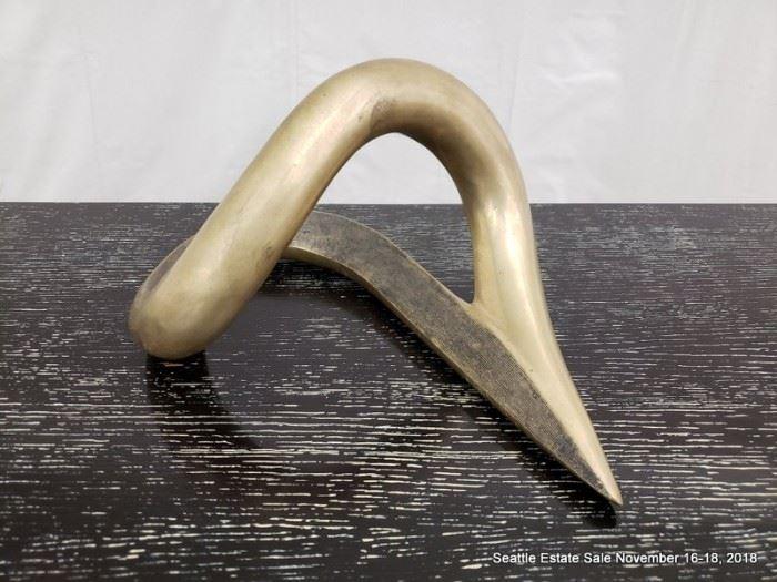 Moderne bronze sculpture.