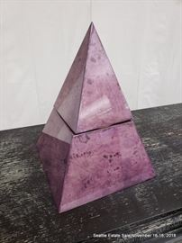 Pyramid-form two-part ice bucket.