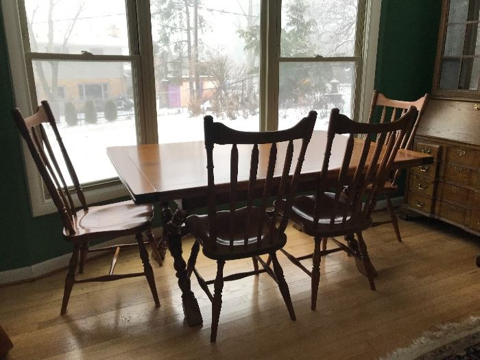 Cushman Colonial Dining table with 4 chairs, leaves and protective pad