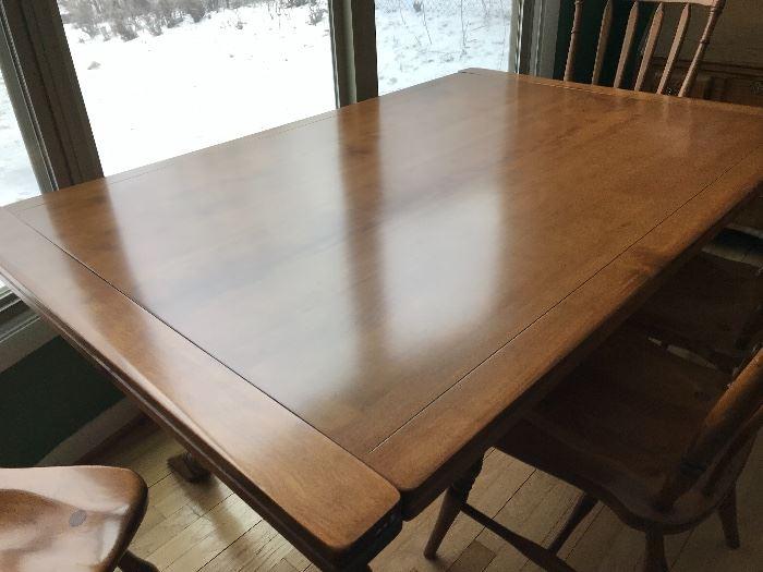 Cushman Colonial dining table