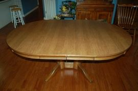 Heywood - Wakefield double pedestal dining room table with two leafs