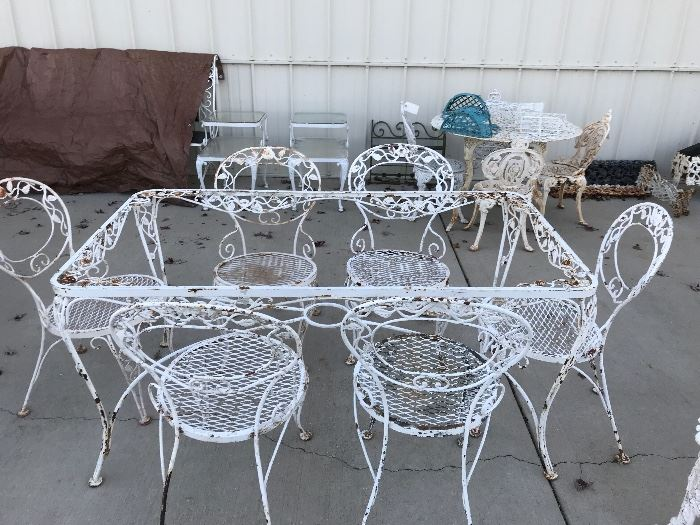 Chantilly Woodard Table and six chairs