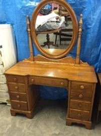 MAPLE DRESSING,TABLE WITH MIRROR
