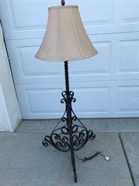 Vintage Iron floor lamp, beautiful scroll wook