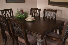 Stunning Formal Dining Room Set with Table, 6 chairs, 2 large leaves