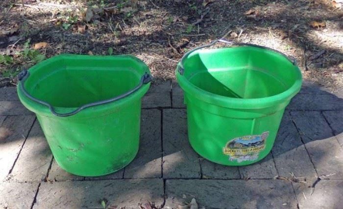 2 feeding buckets