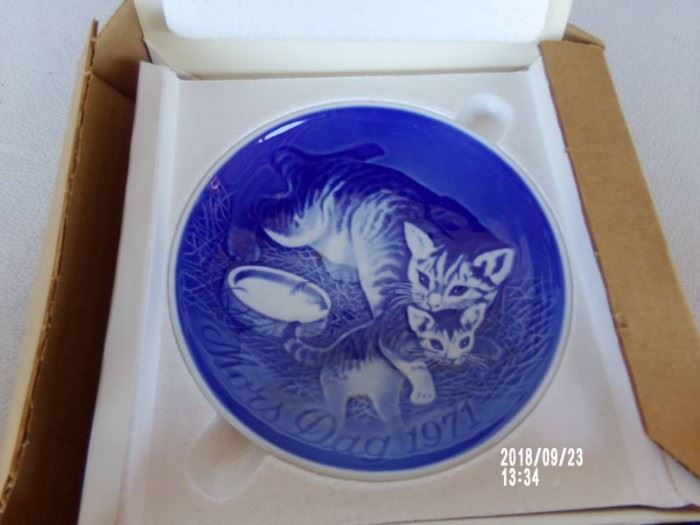 bg collectable plate cats