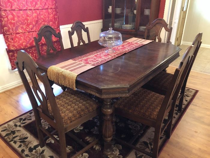 Dining Table - matches buffet - in great shape!