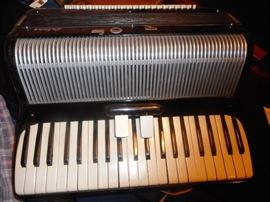 Vintage 1940 Italo American Glorica Accordion with music stand/case