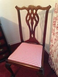 Single chair with coordinating fabric