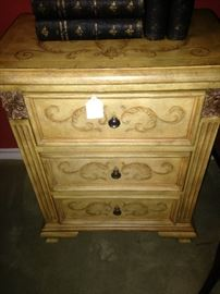 Perfect 3-drawer side chest