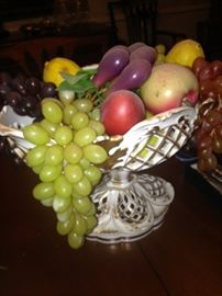 Reticulated bowl perfect for artificial fruit