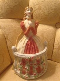"""Royal Worcester """"Juliet"""" - Historical Collection"""