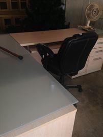 Modern style L-shape desk