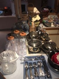 Miscellaneous household and kitchen items