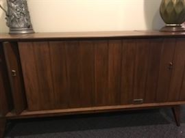 Zenith stereo in cabinet