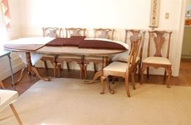 table comes with furniture pads & 6 chairs