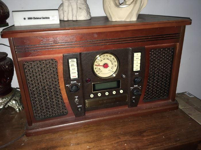 RETRO RECORD PLAYER/RADIO - REPRODUCTION