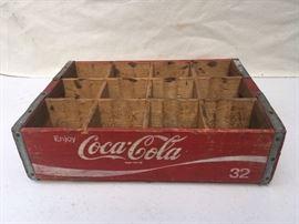 12 HOLE WOODEN COKE CASE