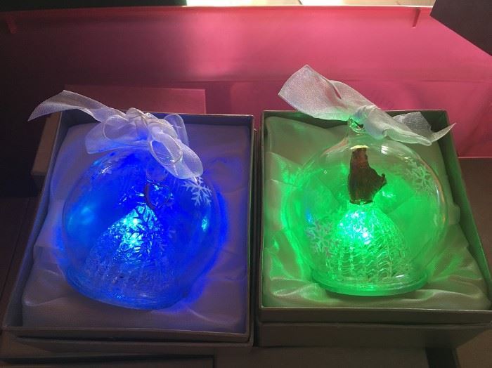 17 COLOR CHANGING BATTERY ORNAMENTS