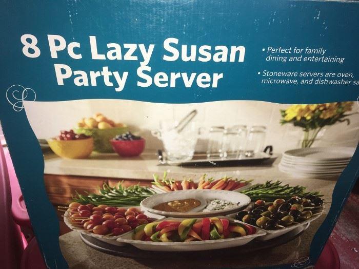 8 PC. LAZY SUSAN PARTY SERVER