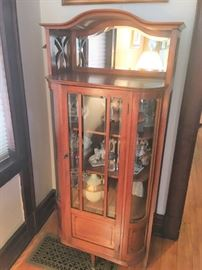 Very fine display cabinet