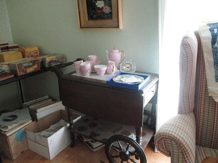 Antique tea cart - Pink tea/coffee set is Wedgewood