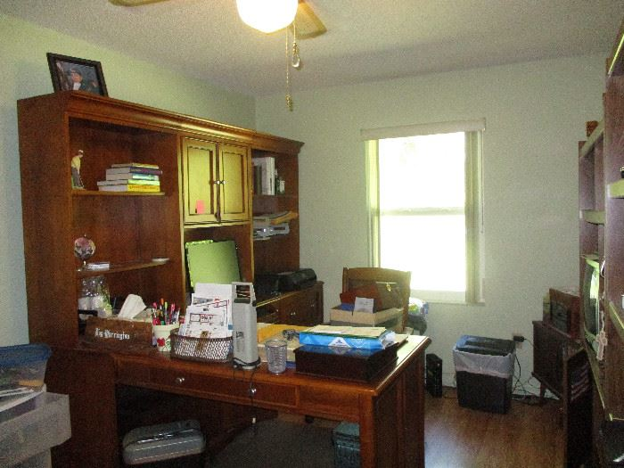 Great condition L-shaped office set up