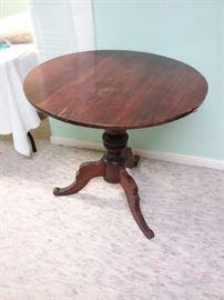 3 Leg Pedestal Table
