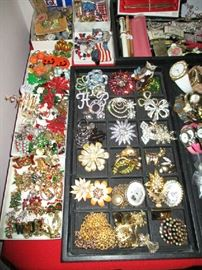 HOLIDAY, BROACHES