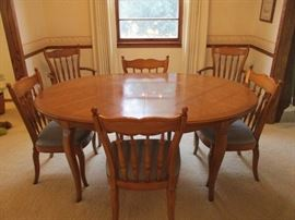 """Thomasville dining room table, four side & two captains chair set.  Comes with three 12"""" leaves & full pads"""