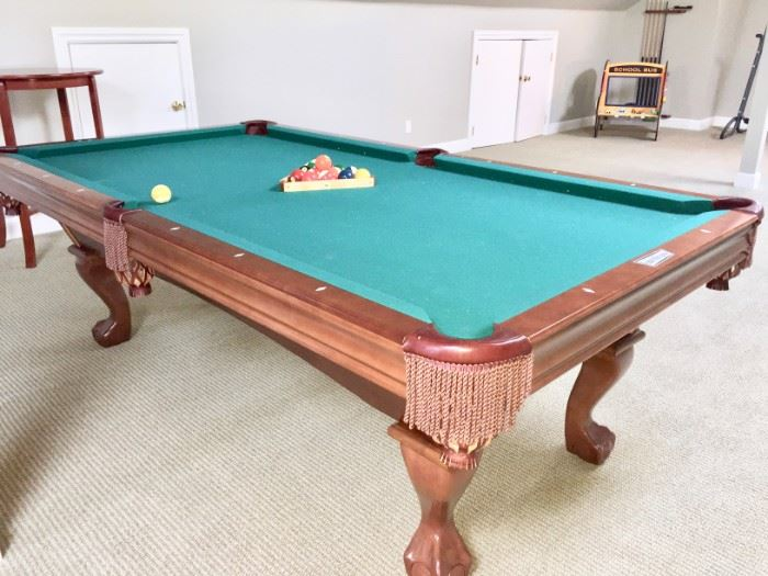Brunswick 8' pool table Contender Series.   Priced at only $400.  A steal! You must supply the movers.