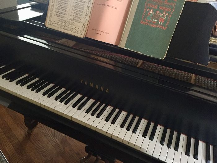 Yamaha C3 (6 feet) grand piano