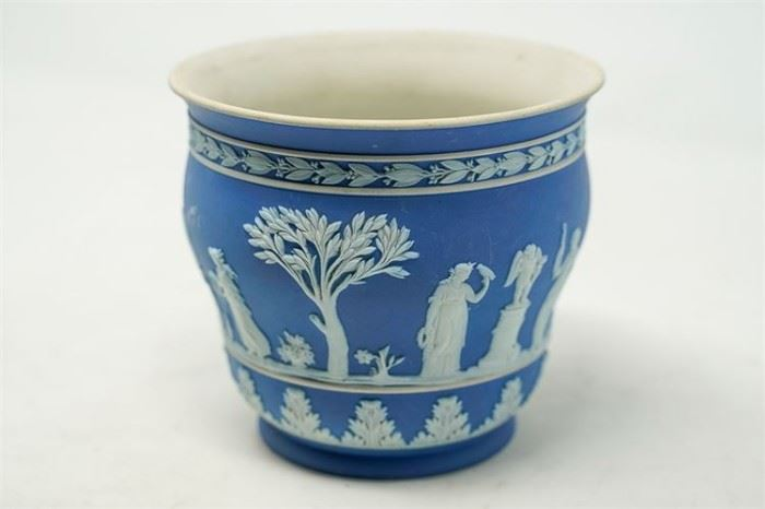 8. Wedgwood Pot