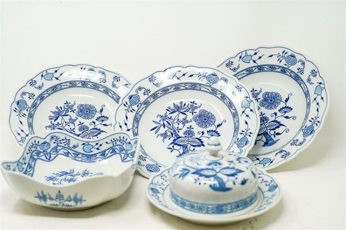 11. Set of Five 5 HUTSCHENREUTHER Blue Onion Porcelain