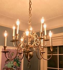 Vintage traditional brass chandelier. 8 lights. Good condition.
