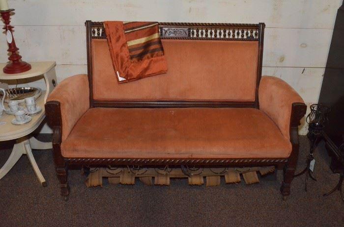 DSC 6134 peach sofa