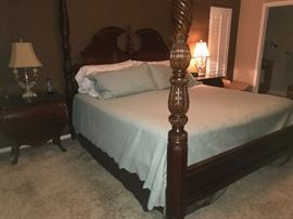 Vaughan Bassett King Size Bed