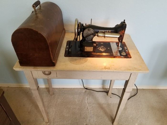 Antique Singer sewing machine model #AA664103