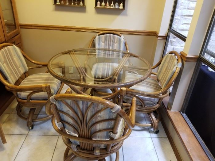Rattan/bamboo kitchen table and 4 matching chairs in great condition.
