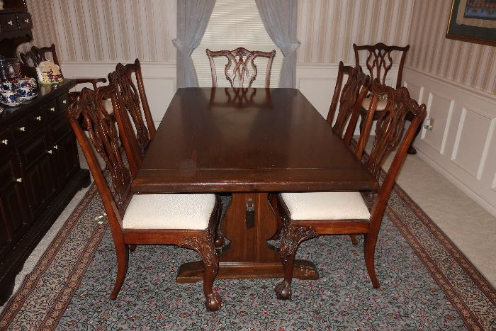 Ethan Allen Table, set of 8 chippendale chairs