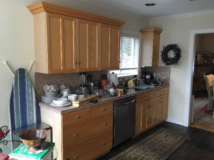 Kitchen Cabinetry & Dishwasher