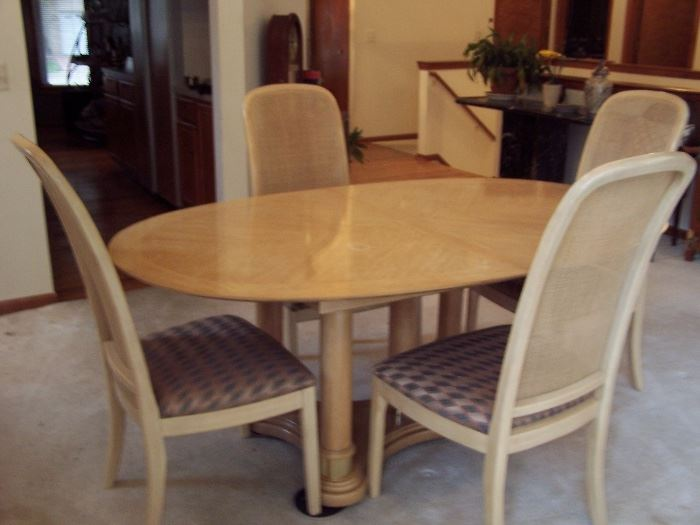 Thomasville Dining Table with 6 Chairs and 1 leaf Great Condition