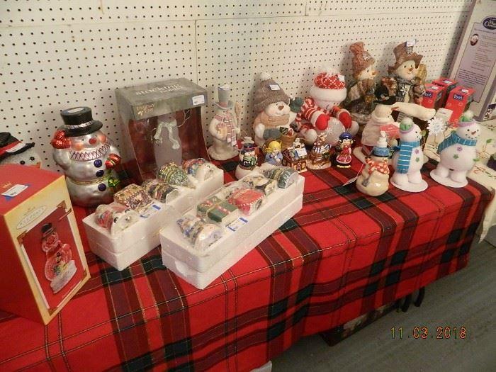 holiday decor/Mr Christmas music boxes