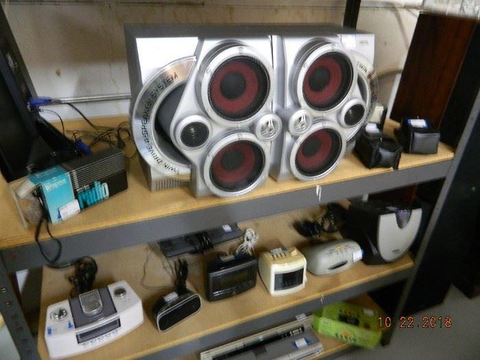speakers/clocks