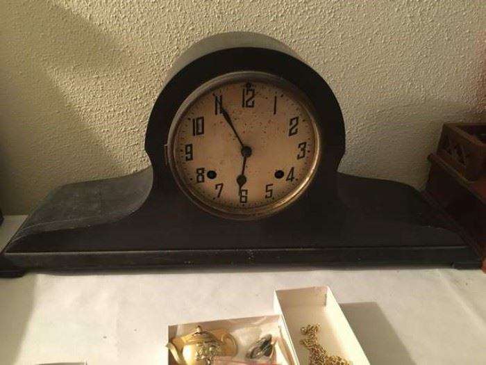 New Haven Clock Company Mantle Clock, have key but doesn't work