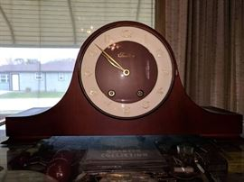 Tradition mantle clock from West Germany with key.