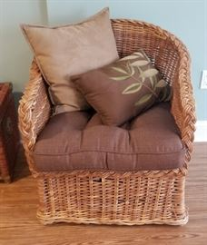 Beautiful wicker chair in excellent condition!