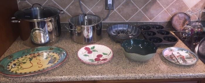 Like new cooking, bakeware and decorative plates