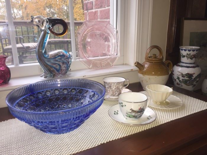 Wonderful gift items including mid century Murano art glass gold fleck amber horn ram, electric blue cut glass bowl, pink depression glass plate, gorgeous teacups and vintage pitcher